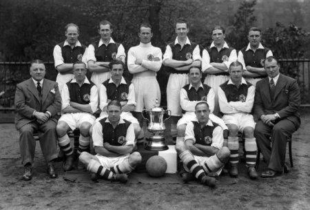 arsenal-1936-fa-cup-winners-4278148.thumb.jpg.171ca92caa9ddd299386a50912678971.jpg