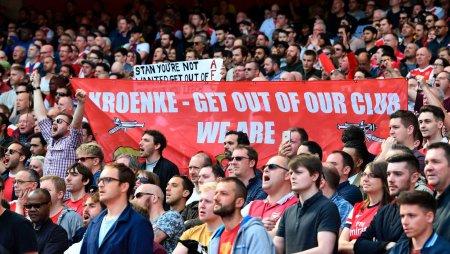 skysports-arsenal-fans-banner-stan-kroenke-everton-premier-league-supporters_3960022.thumb.jpg.eba28edfcc9d077e48c66206ea176f63.jpg